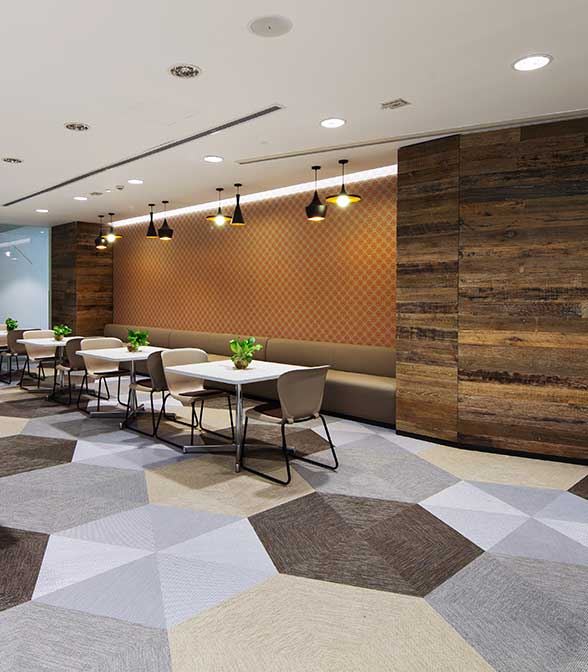 Elegant hexagon floor pattern using Bolon Studio™ Shapes in the office of Hewlett-Packard in Shanghai, China