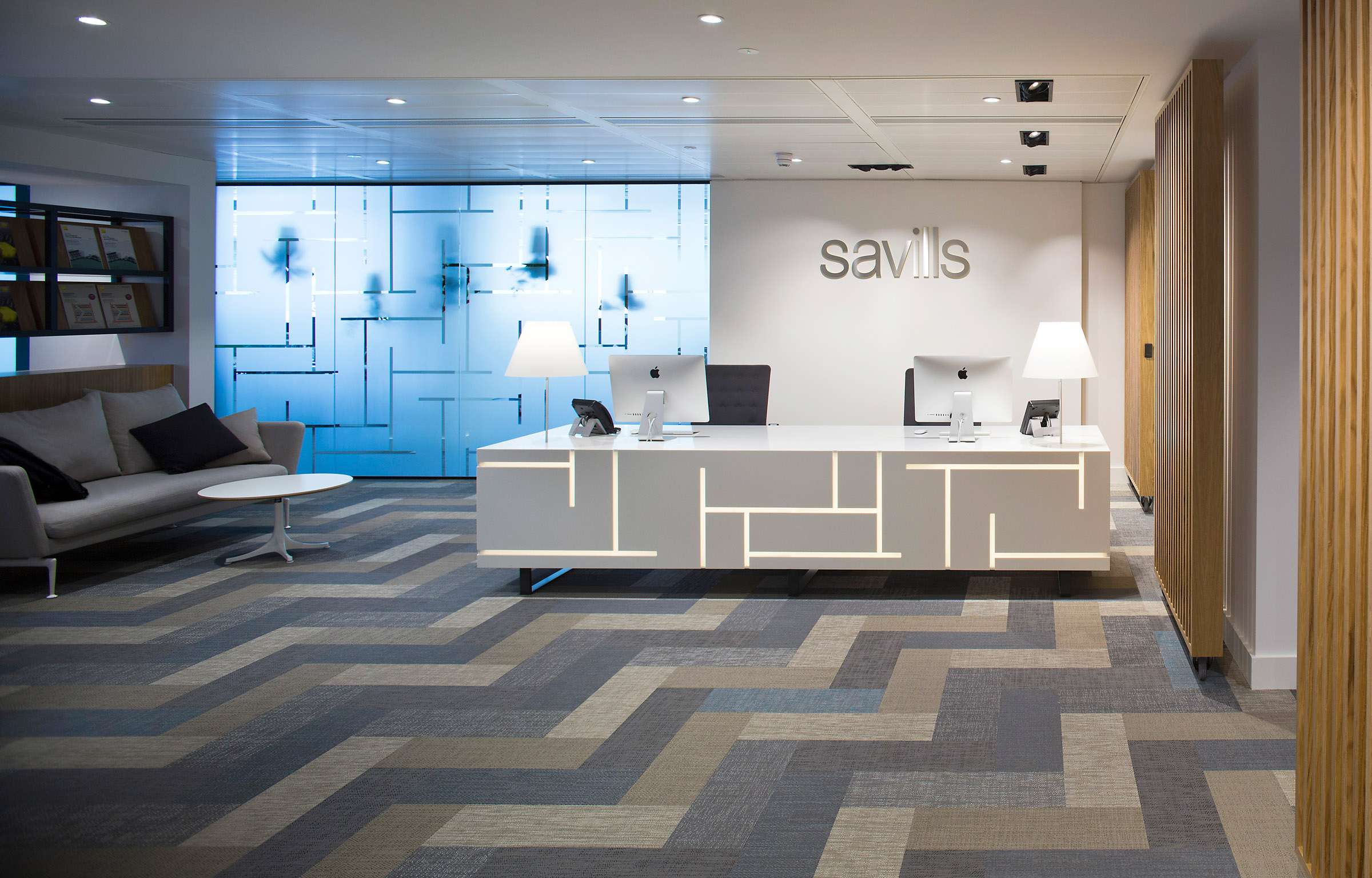 Floor pattern in blue, beige and gray using Bolon planks in the office of Savills in London, UK